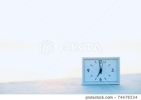 새벽의 시계 74476534