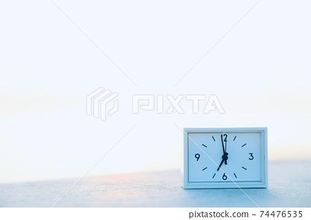 새벽의 시계 74476535