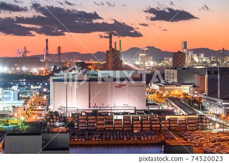 《神奈川縣》川崎市大島京濱工業區工廠的夜景 74520023