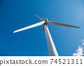 재생 에너지의 이미지 푸른 하늘 아래 회전하는 바람개비 풍력 발전소 74521311