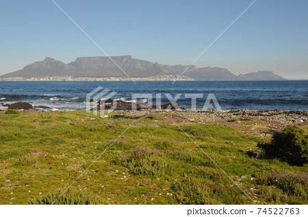 桌山的遙遠景色從羅本島,曼德拉總統在南非開普敦被安置的監獄。 74522763
