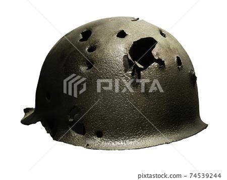 舊戰爭頭盔上的洞 74539244