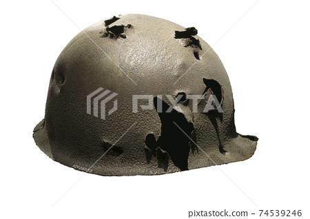 舊戰爭頭盔上的洞 74539246