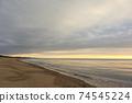 바다 석양 황혼 겨울의 동해 74545224