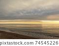 바다 석양 황혼 겨울의 동해 74545226