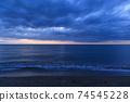 바다 석양 황혼 겨울의 동해 74545228