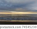 바다 석양 황혼 겨울의 동해 74545230