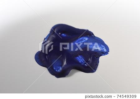 Dry blue paint 74549309