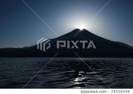 從山中湖看到的鑽石富士山 74550349