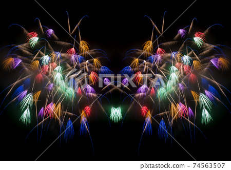 煙花匯演的圖像素材。彩色的Chiwa。 74563507
