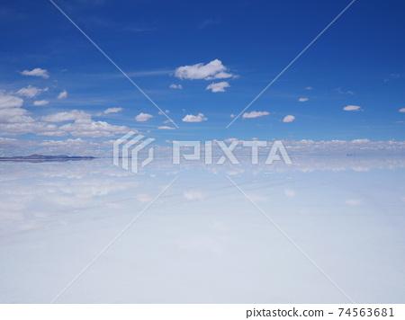 Uyuni鹽湖藍天 74563681
