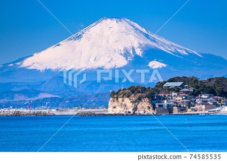 《神奈川縣》眺望湘南海和富士山 74585535