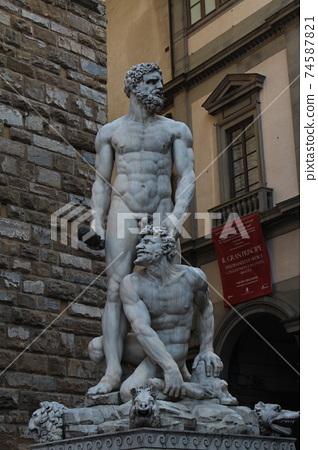 이탈리아 피렌체 시뇨리아 광장에 있는 바르톨로메오 반디넬리의 작품 '헤라클레스와 카쿠스' 74587821