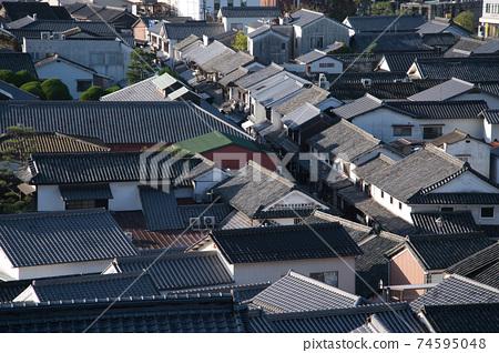 [중요 전통적 건조물 군 보존 지구] 鶴形 산에서 바라본 아침 쿠라의 집들이 오카야마 현 쿠라 시키시 74595048