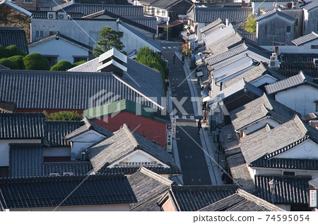 [중요 전통적 건조물 군 보존 지구] 鶴形 산에서 바라본 아침 쿠라의 거리 오카야마 현 쿠라 시키시 74595054