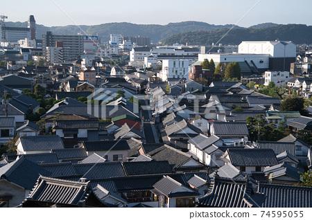 [중요 전통적 건조물 군 보존 지구] 鶴形 산에서 본 아침 쿠라 시내 오카야마 현 쿠라 시키시 74595055