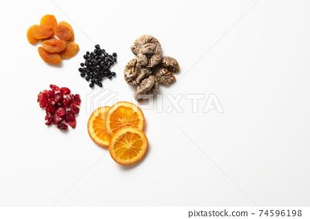 말린 과일 74596198