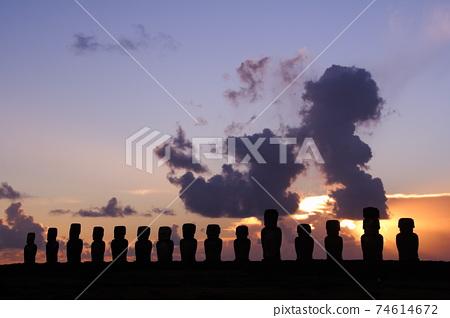 南太平洋智利復活節島上有15個石像的Ahu Tongariki日出 74614672