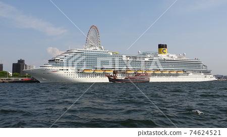 Osaka Port Cruise Ship 74624521