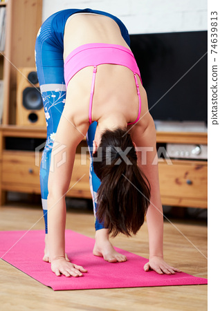 Young woman doing sports and yoga at home 74639813