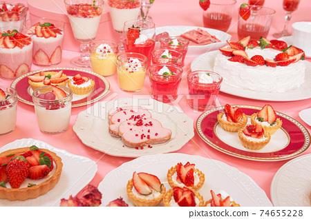 딸기를 사용한 많은 스위트 74655228