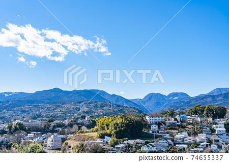 【카나가와 현】 깨끗한 푸른 하늘과오다 와라의 거리 풍경 74655337