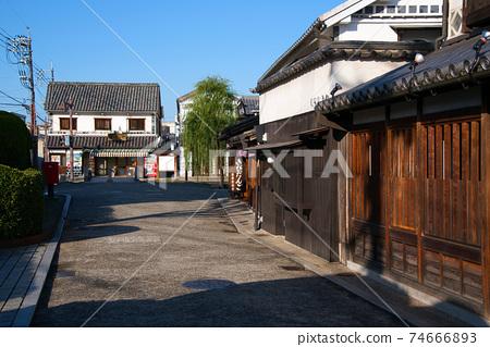 [중요 전통적 건조물 군 보존 지구] 아침 쿠라 시키 미관 지구로가는 거리 풍경 오카야마 현 쿠라 시키시 74666893