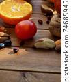 신선한 유기농 채소, 과일, 견과류  74685945