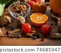 신선한 유기농 채소, 과일, 견과류  74685947