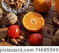 신선한 유기농 채소, 과일, 견과류  74685949