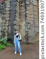 台灣女孩在澎湖玄武岩自然保留區 74691907