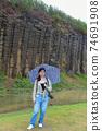 台灣女孩在澎湖玄武岩自然保留區 74691908