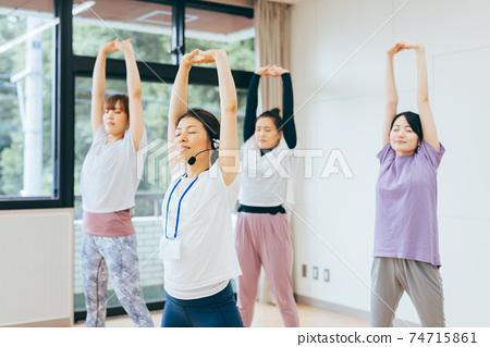 健身房舞蹈伸展運動 74715861