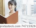 靠窗的女性商務場景閱讀資料 74715926