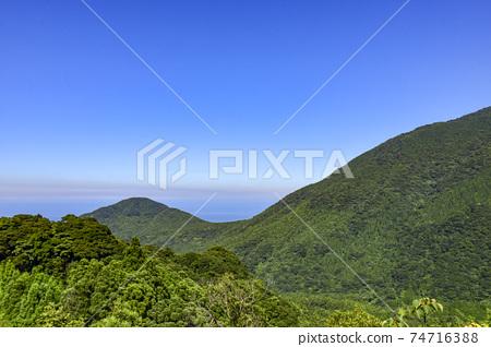 從屋久島的Shiratani Unsuikyo Miyanoura線看到的屋久島山脈 74716388