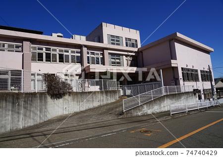 相模原市青野原中小學(停業)06校門及教學樓 74740429