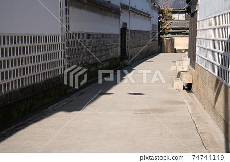 [중요 전통적 건조물 군 보존 지구】 쿠라 시키 미관 지구 · 오하라 주택 뒤 골목 2 오카야마 현 쿠라 시키시 74744149