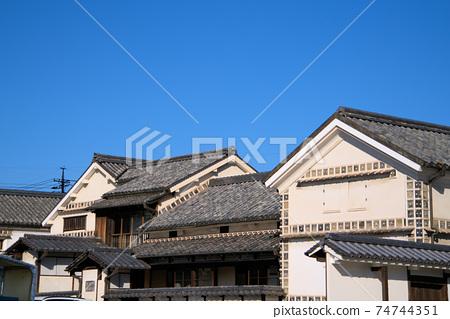 중요 문화재 대교 주택의 건물과 가을의 푸른 하늘 오카야마 현 쿠라 시키시 74744351
