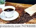 熱咖啡和咖啡豆 74746686