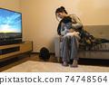 黑貓,嬰兒和年輕的母親 74748564
