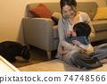 黑貓,嬰兒和年輕的母親 74748566