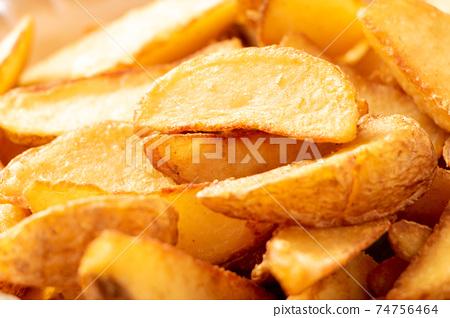法式炸薯條(帶皮,自然切碎)。 74756464