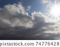 雨後的天空和陽光 74776428
