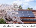 生態屋_太陽能板,櫻花和天空 74776440