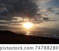 天空和海洋被陽光染成 74788280