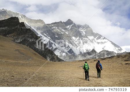 尼泊爾喜馬拉雅藍天和白雲 74793319