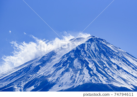 仲冬時分,富士山的山頂上吹來的風 74794611