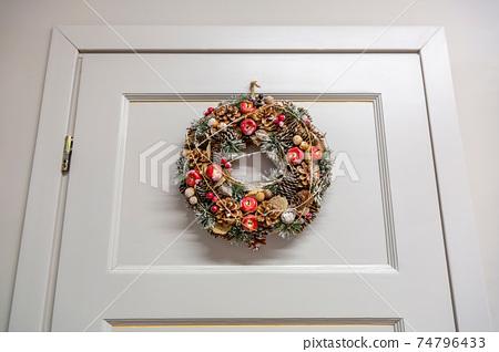 Cute decoration of interior wooden door 74796433