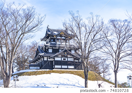 화창한 겨울 다카다 성지 공원 (三重櫓) 74810728