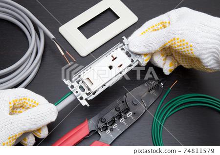 電氣工作電工為帶有嵌入式接地端子的接地插座20A佈線 74811579